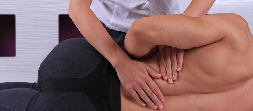 Rückenschmerzen durch gezielt Übungen beim Krankengymnast lindern.